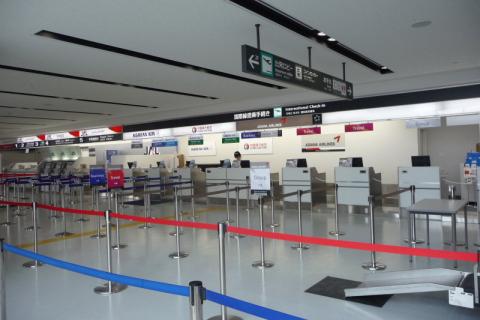 静岡空港カウンター 出入口横 ...